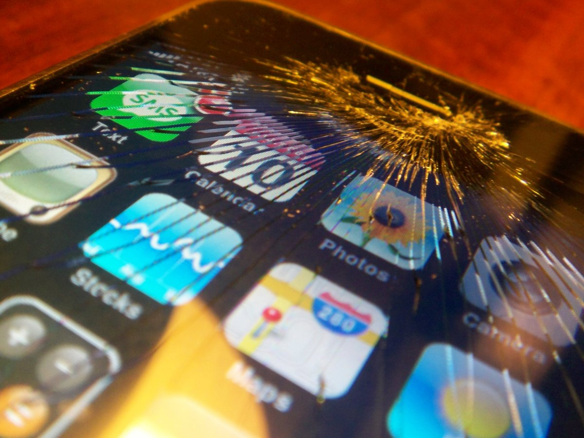 How Hackers Can Crash Your Cell phone thru WIFI